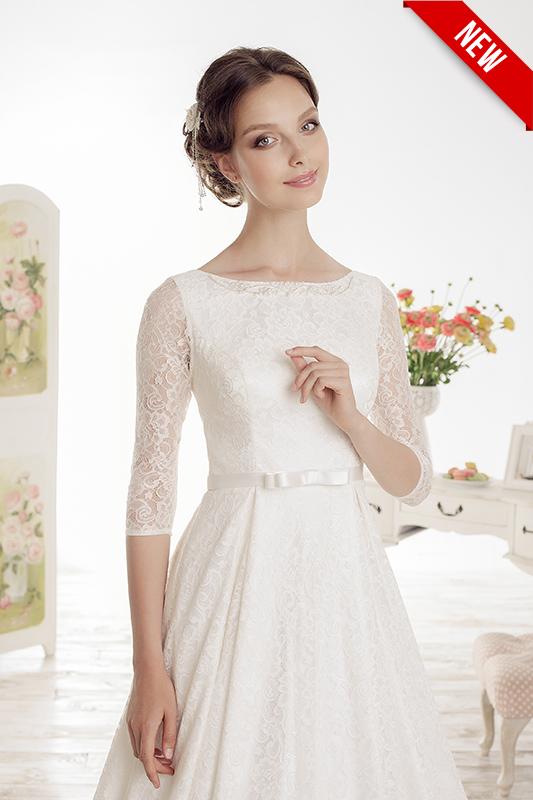 Прямое закрытое свадебное платье в кружевах.