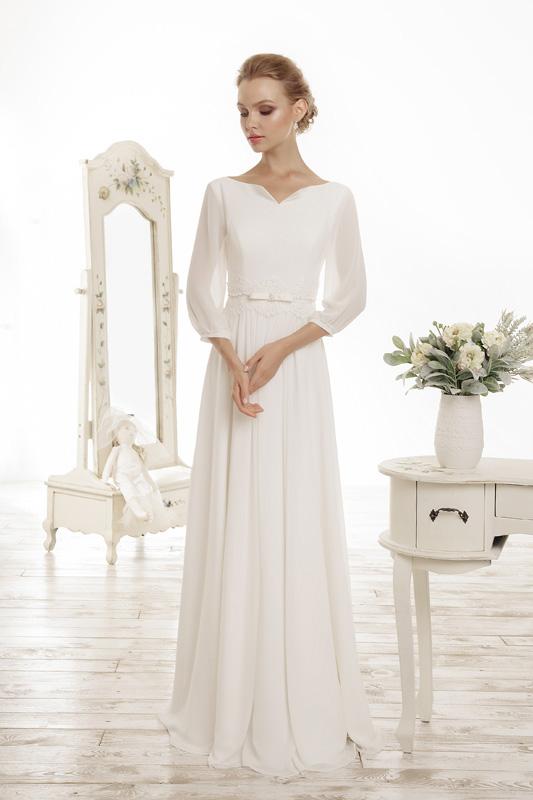 Прямое закрытое свадебное платье.