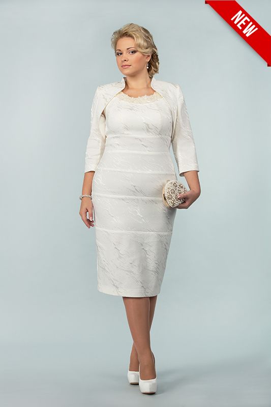 Кремовое короткое свадебное платье.