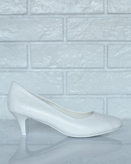 Свадебные туфли на низком каблуке шпильке.