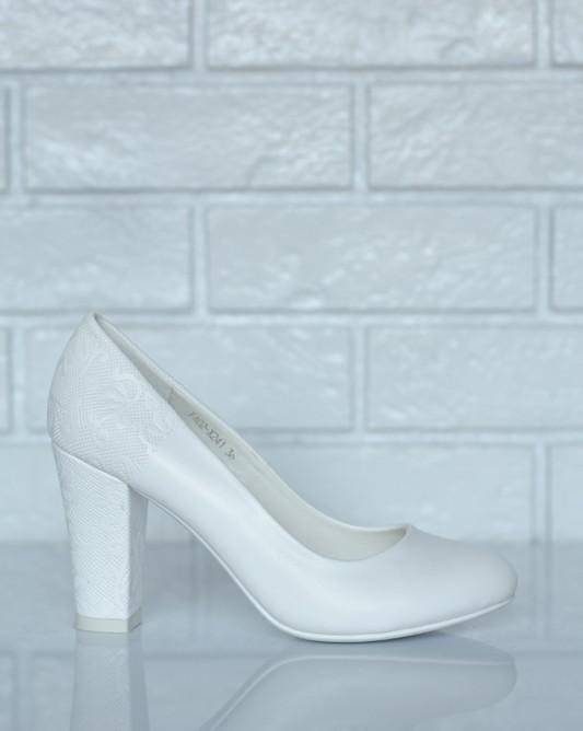 Свадебные туфли на широком каблуке.