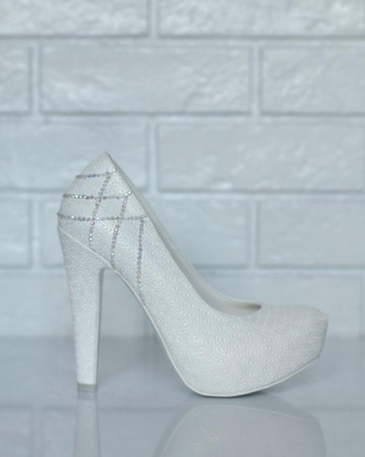 Свадебные туфли в камнях с зимним узором.