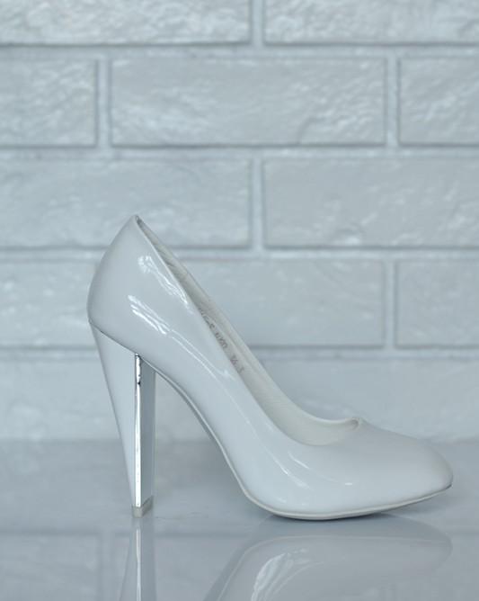 Дизайнерские свадебные туфли на плоском каблуке.