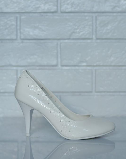 Свадебные туфли на низкой шпильке.