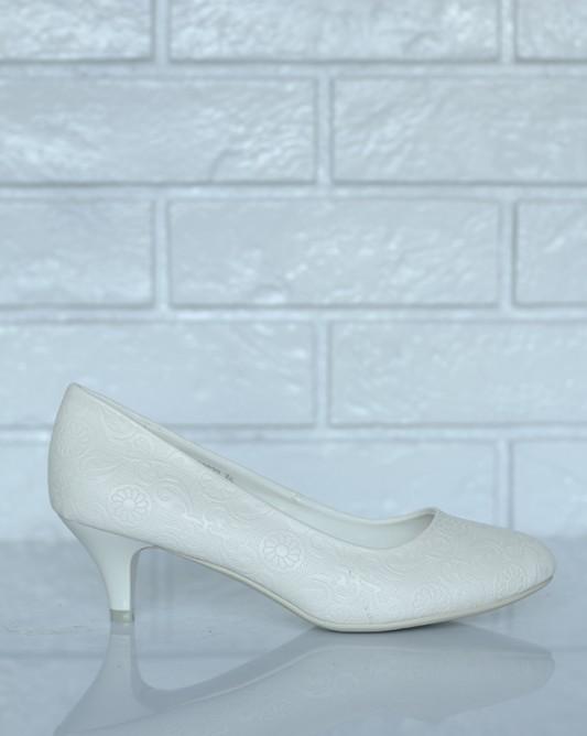 Свадебные туфли в цвете айвори.