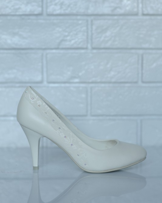 Классические свадебные туфли в цвете айвори.