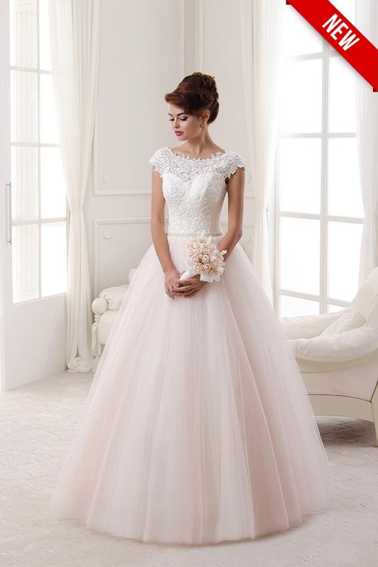 Традиционное свадебное платье с нежно розовым низом.