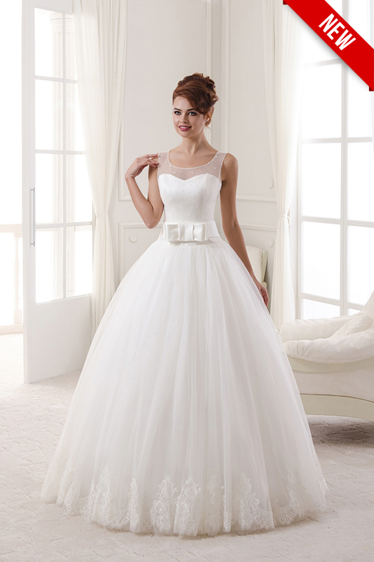 Свадебное платье с бантиком.