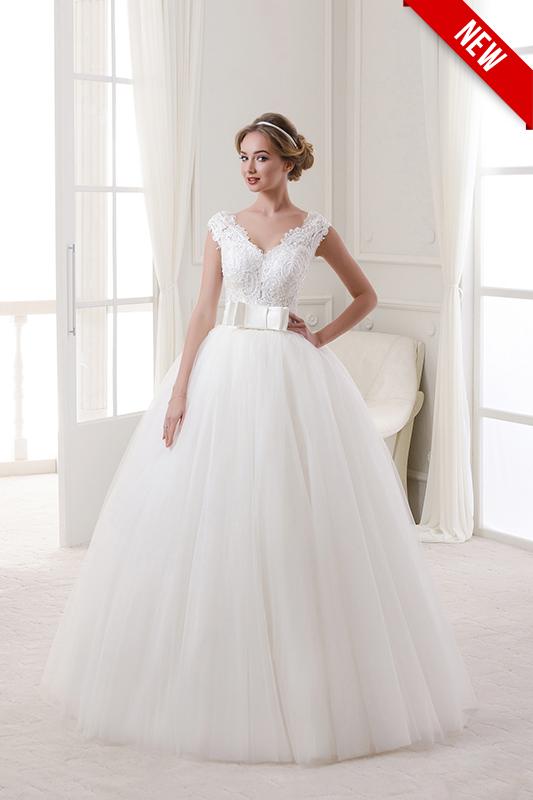 Традиционное пышное свадебное платье.