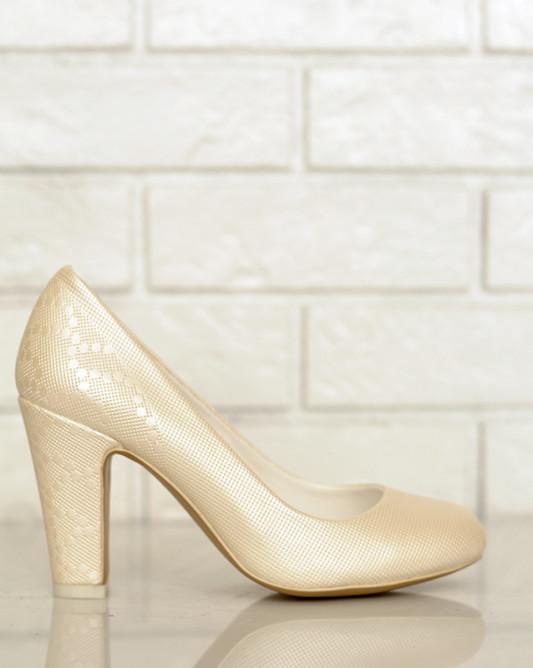 Туфли с лепестками.