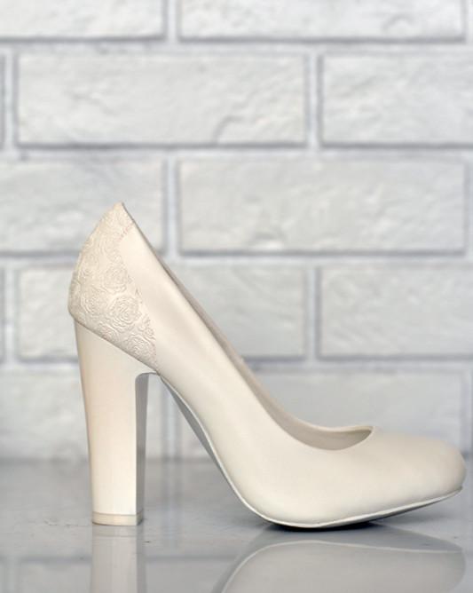 Свадебные туфли на высокомустойчивом каблуке