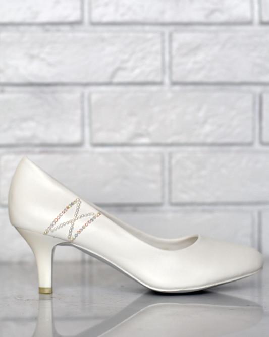 Свадебные туфли с узором.