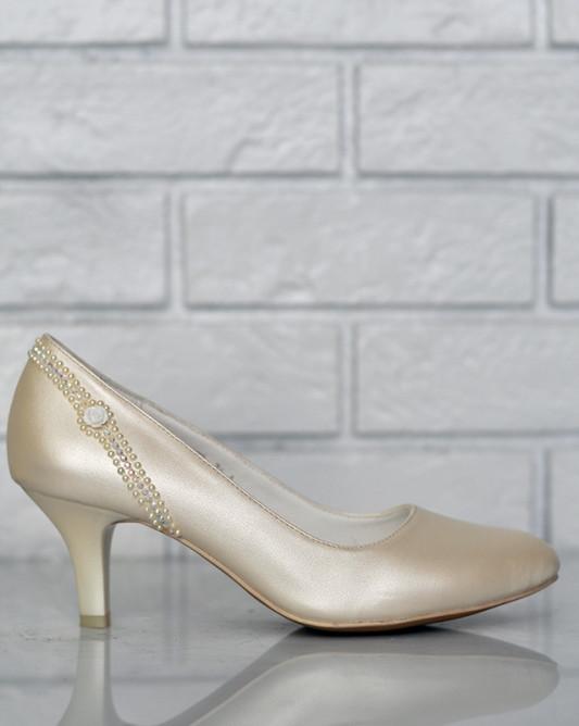 Свадебные туфли с цепочкой бисером.