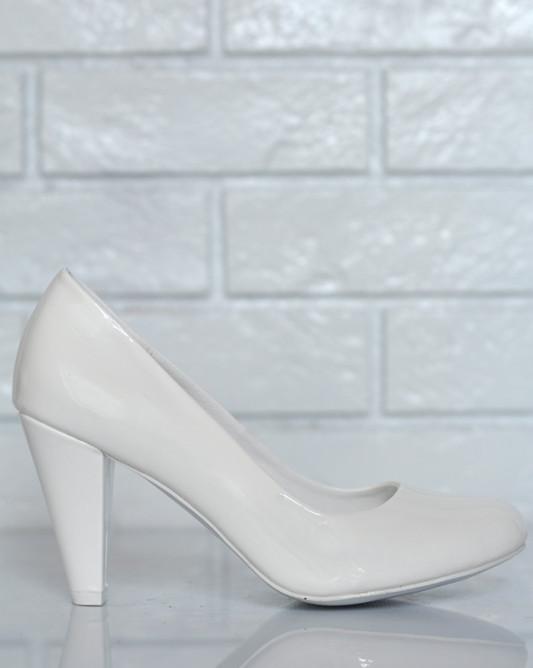 Классические свадебные туфли.