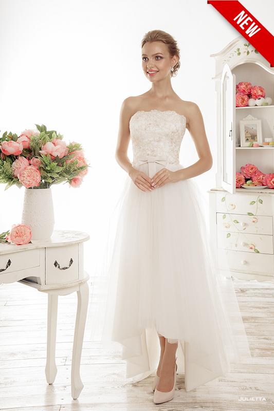 Свадебное платье в кружевах в пол.