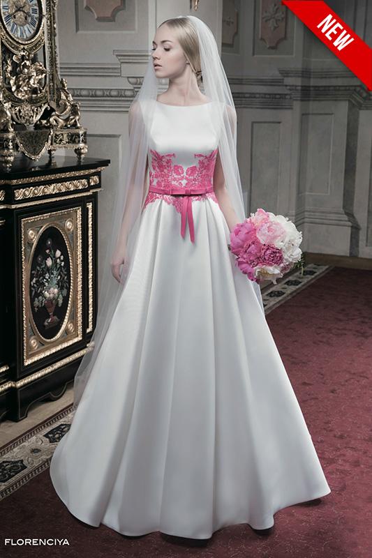 Свадебное платье с расшитым поясом.