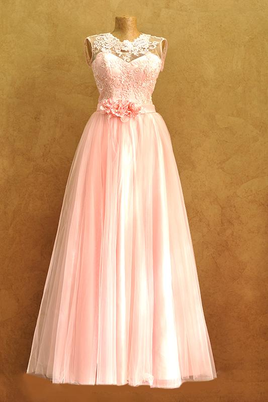 Пышное вечернее платье.