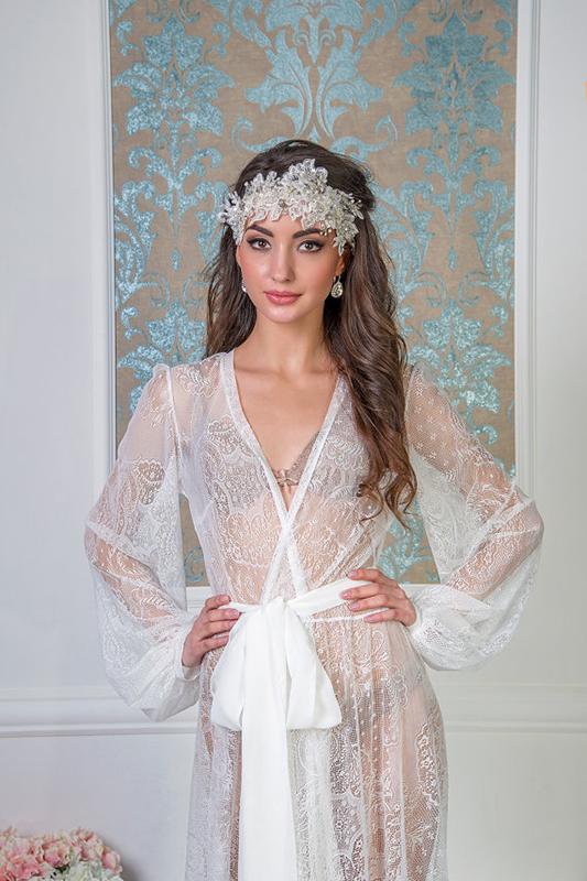 Легкое будуарное платье из гипюра