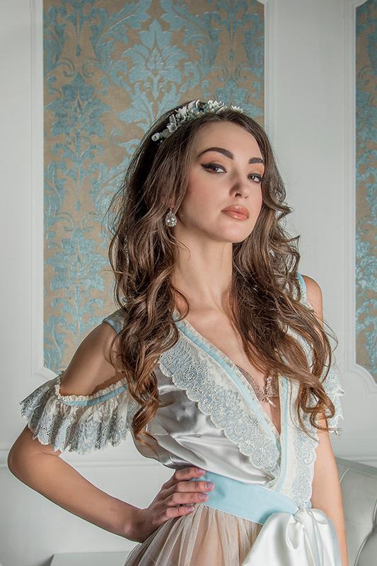 Будуарное платье в цвете айвори.