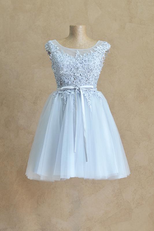 Короткое платье на узле.