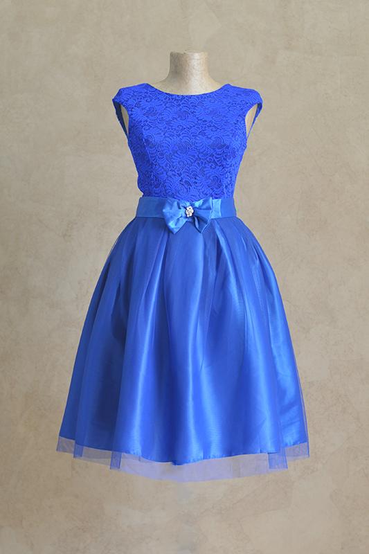 Короткое синее платье.
