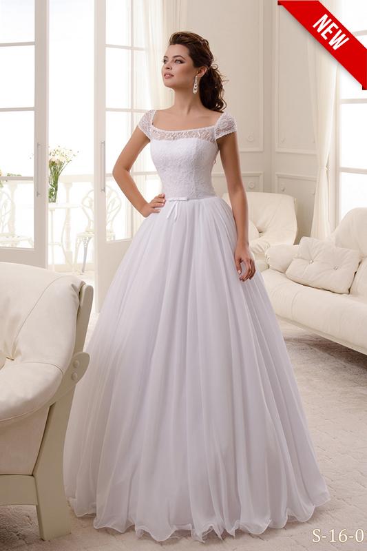 Молодежное свадебное платье.