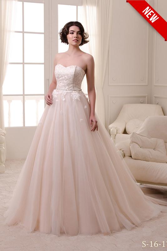 Розовое свадебное платье.