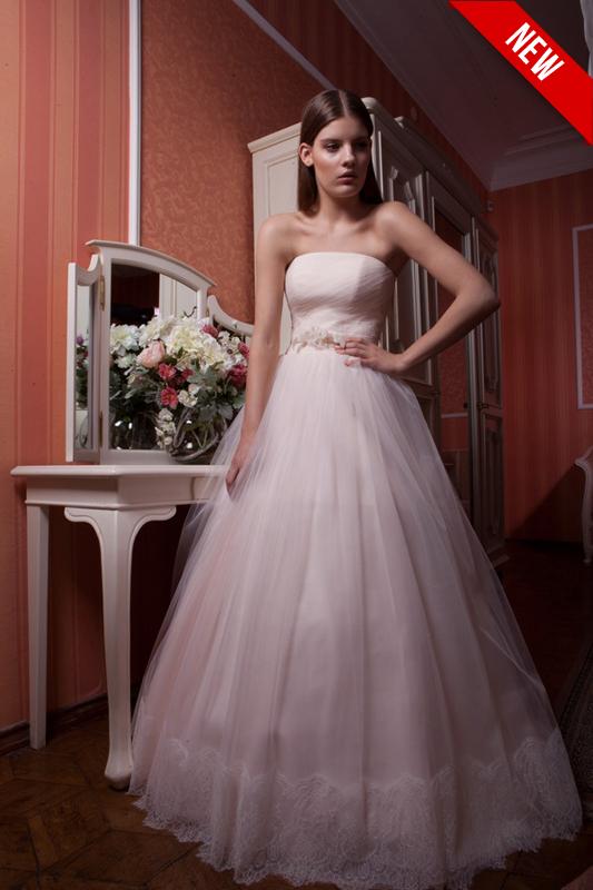 Персиковое пышное свадебное бальное платье.