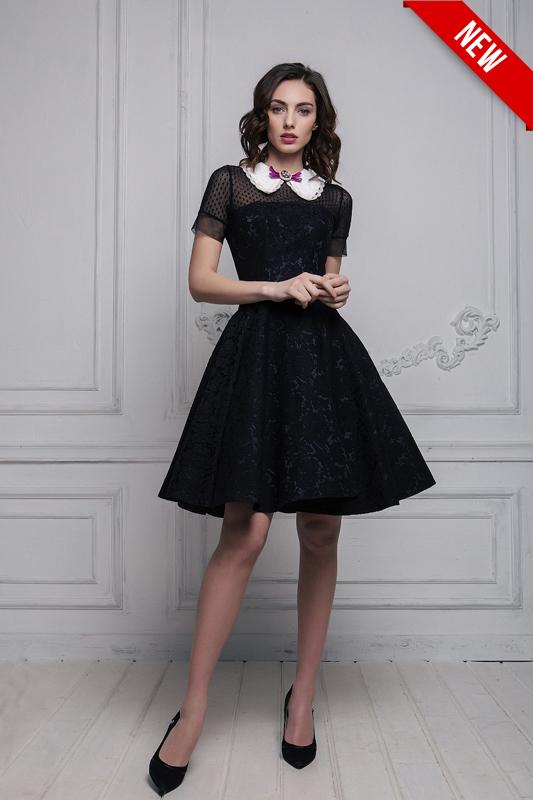 Короткое черное свадебное платье в протестантском стиле.