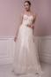 Пышное летящее свадебное платье.