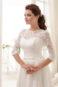 Закрытое кружевное классическое свадебное платье.