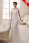 Кружевное свадебное платье с открытой спиной.