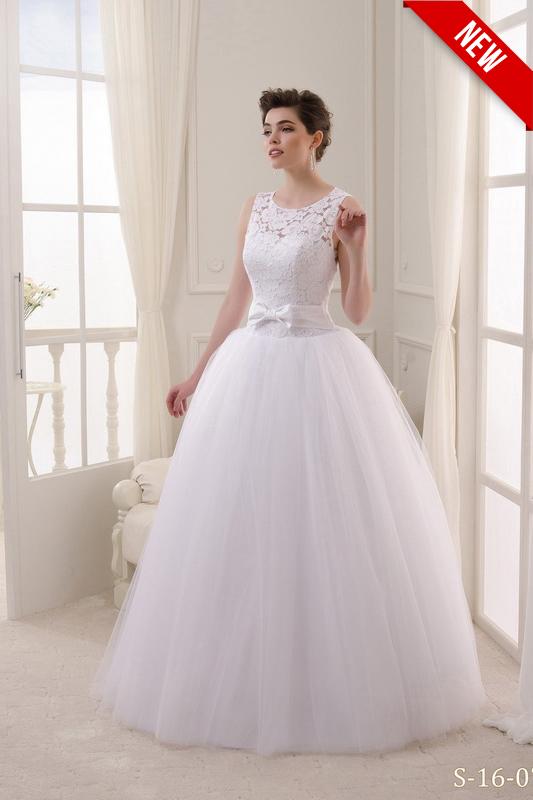 Открытое пышное свадебное платье