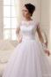 Бальное свадебное платье закрытого типа.