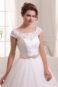 Пышное свадебное платье в кружевах.