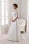Полуоткрытое пышное свадебное платье.