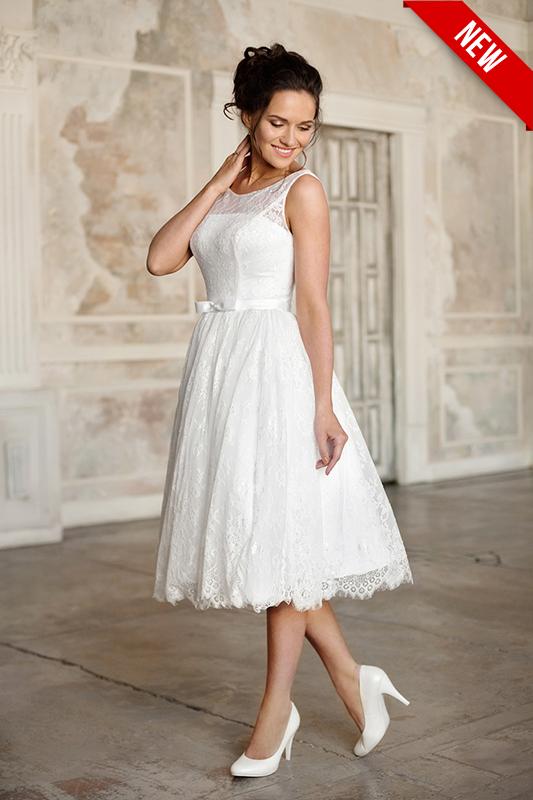 Летящее короткое пышное свадебное платье с поясом.