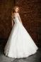 Пышное свадебное платье в бальном стиле на лямках.