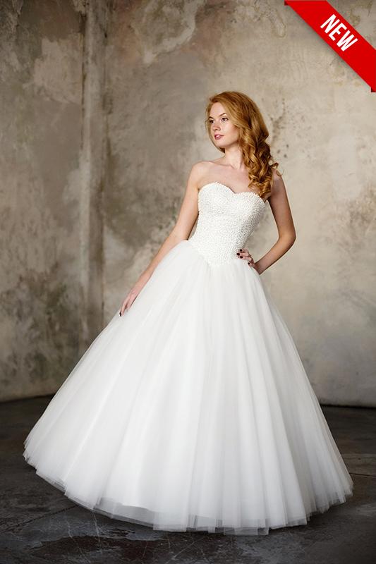 Бальное белое платье с корсетом.