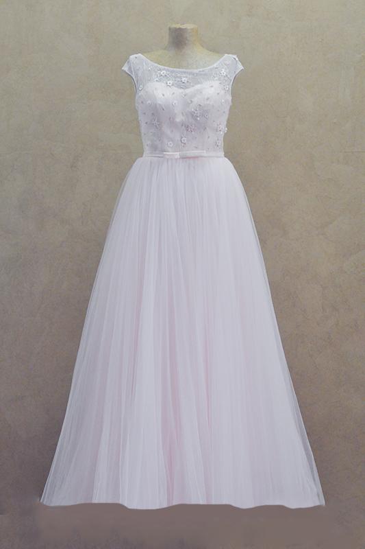Бледно розовое длинное вечернее платье в пол со шлейфом.