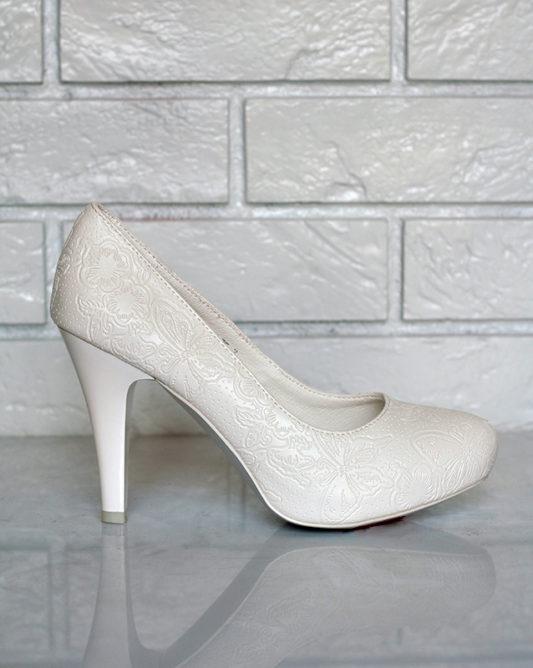 Легкая обувь на высоком тонком каблуке в росписи.