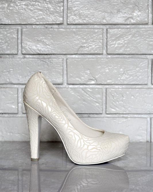 Текстурные туфли на высоком каблуке без платформы.