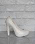 Высокие туфли с модной переходящей текстурой в стразах.