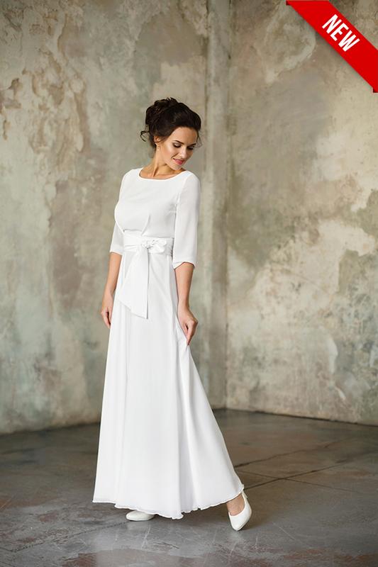 Закрытое подвенечное прямое платье с широкими рукавами.