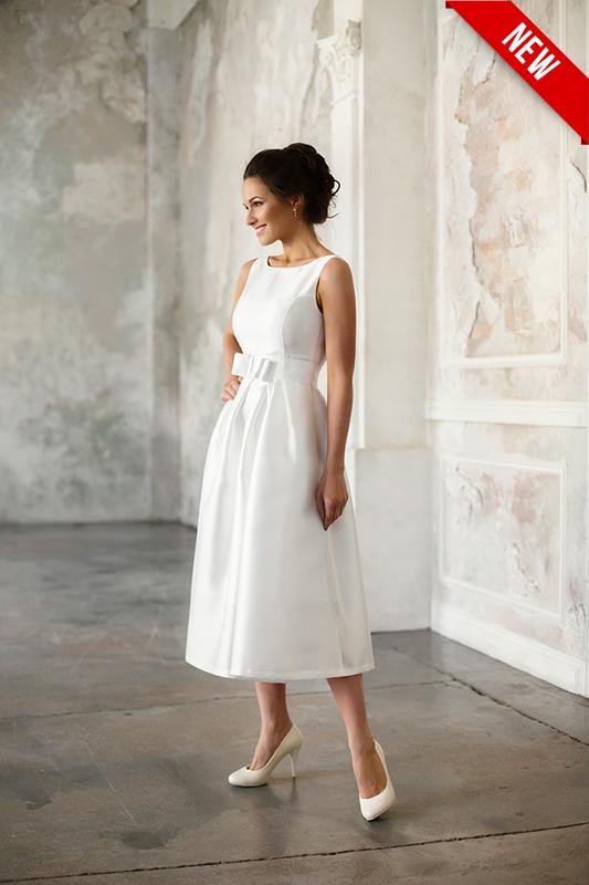 Платье в стиле 60 ых с открытой спиной.