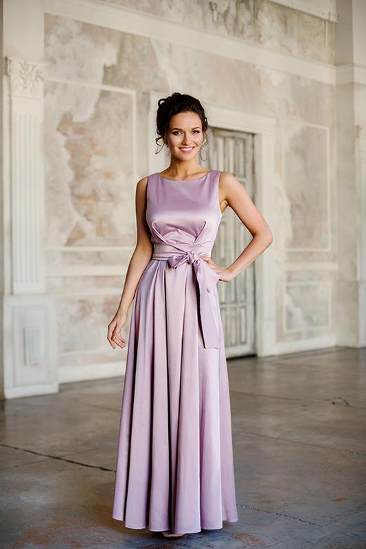 Элегантное длинное вечернее платье.