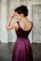 Молодежное вечернее платье с манжетами.