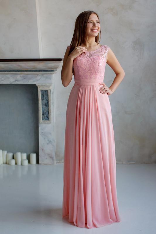 Длинное вечернее платье в греческом стиле.