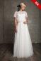 Винтажное свадебное платье с кружевом и короткими рукавами.