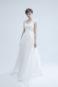 Полузакрытое традиционное кружевное свадебное платье А силуэта.